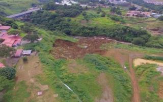 Fotografía de la CNE evidencia riesgo en zonas aledañas a la margen del río Virilla
