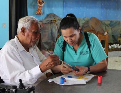 80 abuelitos buscan 20 mil padrinos para salvar su hogar