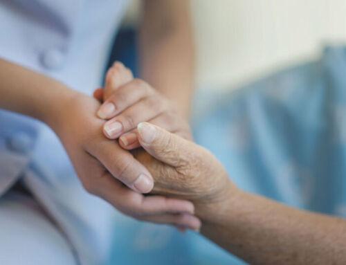 UNED abre cursos para enseñar a cuidar a adultos mayores